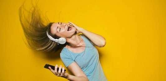 The best over-ear wireless headphones NZ 6