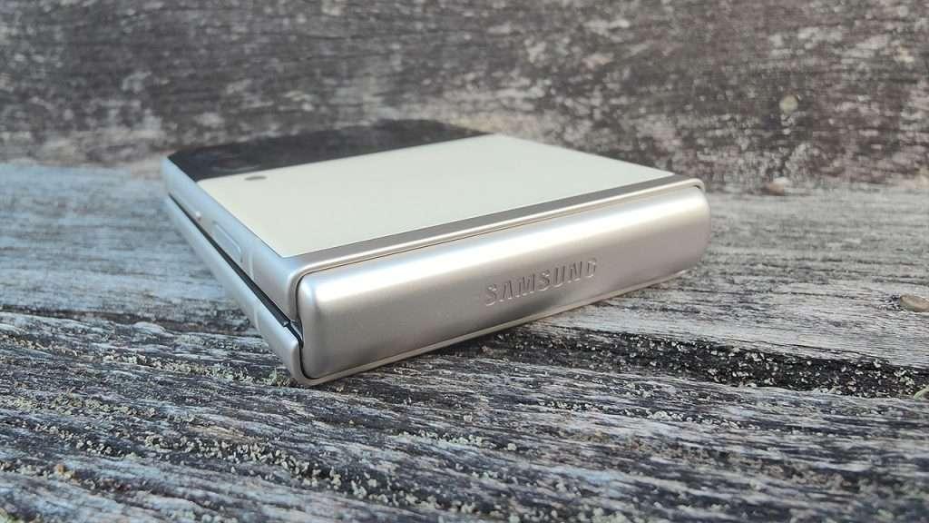 Samsung Galaxy Z Flip3 review 2